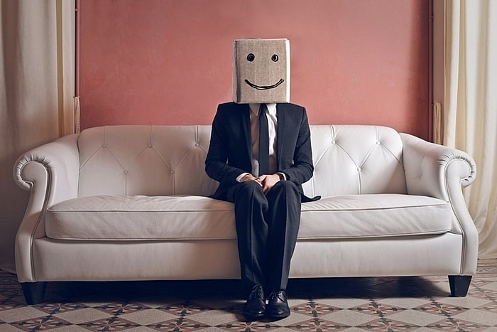 Làm sao để một người hướng nội phát triển trong công việc? Hack Tư Duy